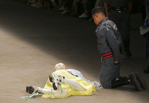 Model Tales Soares Dies After Collapsing On Catwalk - Sakshi