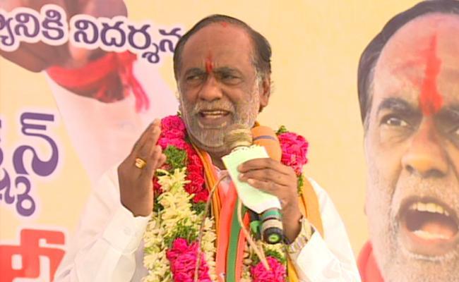 Telangana Bjp Chief Lakshmans Sit In Protest Over Inter Board Negligence - Sakshi