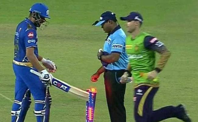 Angry With Umpires Decision, Rohit Hits Stumps With Bat - Sakshi