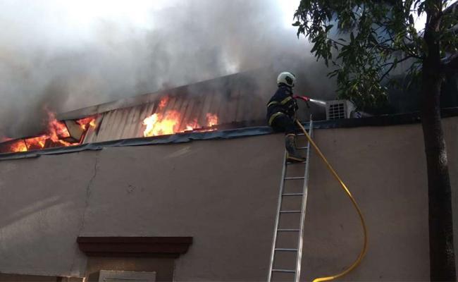 Fire Breaks Out At Big Bazaar Store In Matunga Mumbai - Sakshi