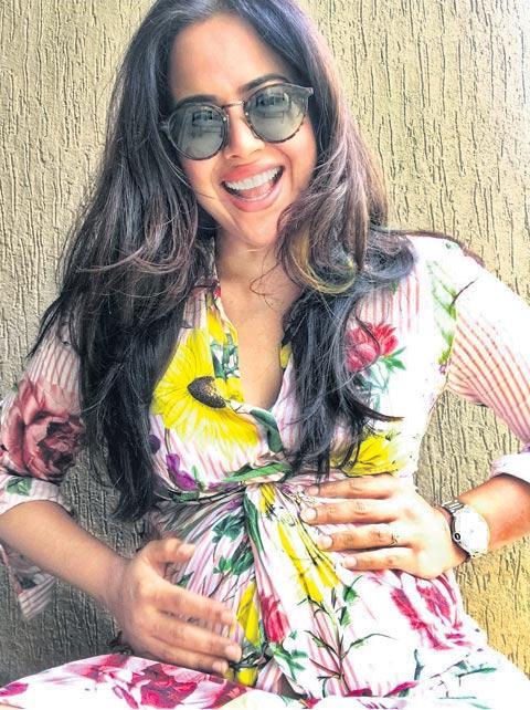 Sameera Reddy reveals she was 102 kg after first pregnancy - Sakshi
