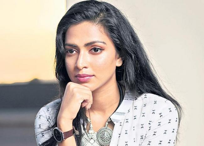 Amala Paul to play a forensic expert in 'Cadaver' - Sakshi