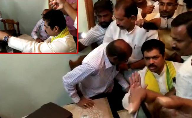 TDP MP CM Ramesh Rude Behavior With IT Officials - Sakshi