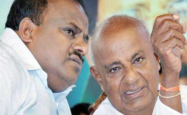 KA CM Kumaraswamy And Deve Gowda Go For Natural Therapy - Sakshi