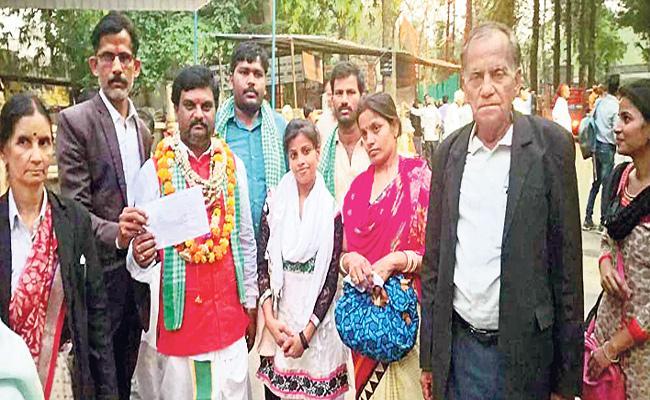 Two From Prakasam District Filed Nominations In Varanasi - Sakshi