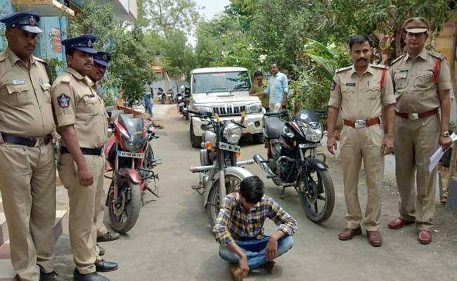 Man Flees With Bike During Test Drive Held In YSR Kadapa District - Sakshi