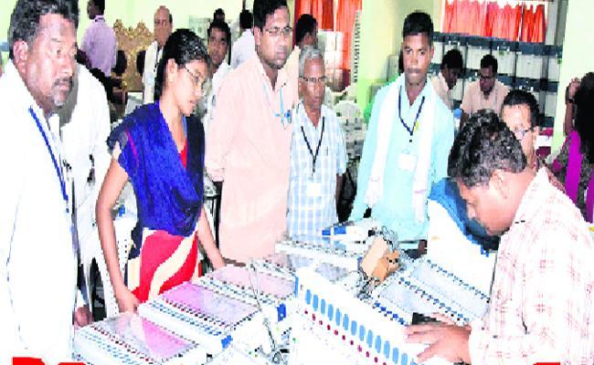 Prestigious Polling In Nizamabad - Sakshi