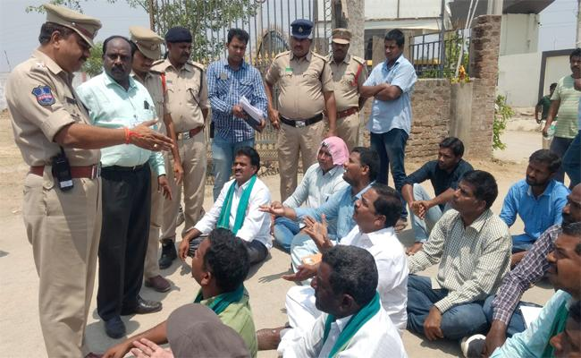 Conduct Paper Ballot Polling In Nizamabad Said By Farmer MP Candidates - Sakshi