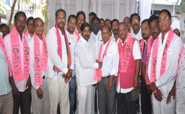 Congress Party Some Members Join In TRS In Suryapet - Sakshi