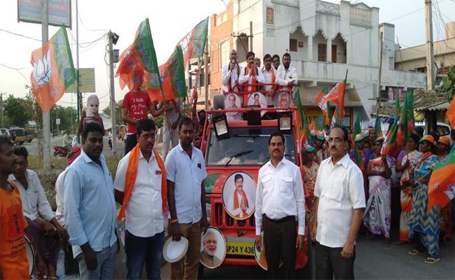 Kondapalli Sridhar Reddy Election Campaign In Errupalem - Sakshi