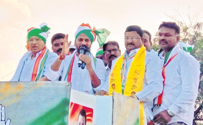 Revanth Reddy Road Show in Mallapur Nehru nagar - Sakshi