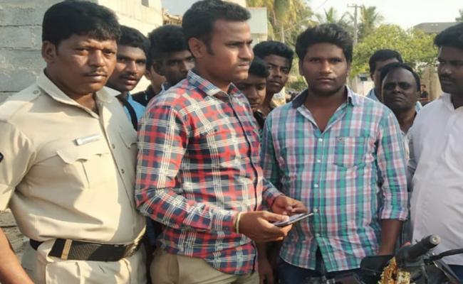 Survey Gang Arrest in Chittoor Kanipakam - Sakshi