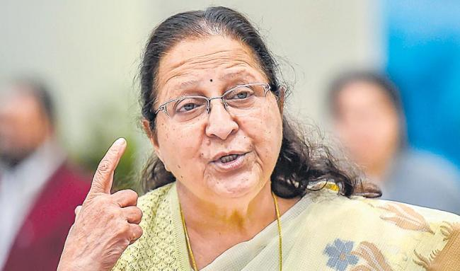 Sumitra Mahajan not to contest Lok Sabha polls - Sakshi