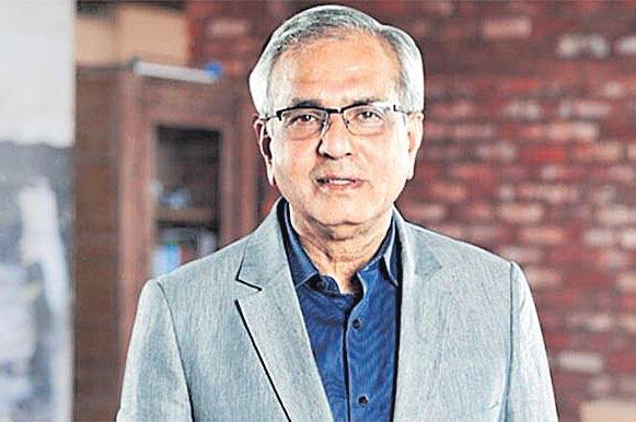 Niti Aayog vice chairman Rajiv Kumar violated poll code - Sakshi