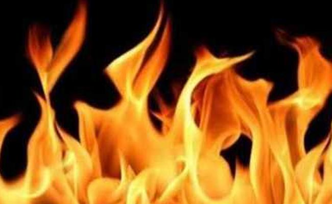 Fire Breaks Out In Visakhapatnam HPCL - Sakshi