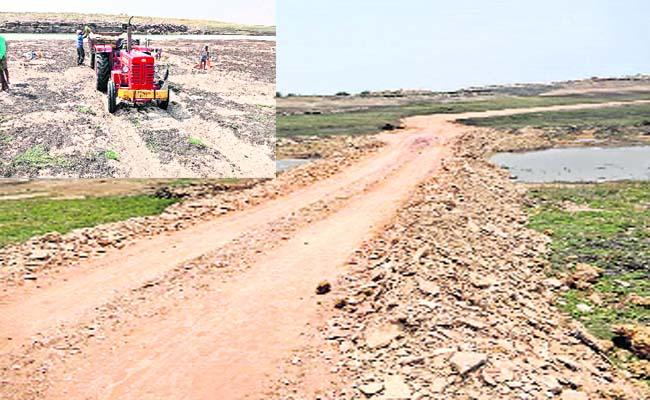 TDP candidate Mandra Sivananda Reddy Sand is Illegal Business in The Krishna River - Sakshi