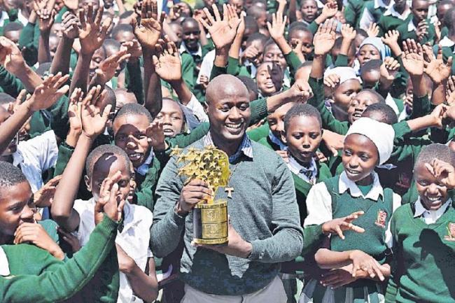 Peter Mokaya wins global teacher award - Sakshi