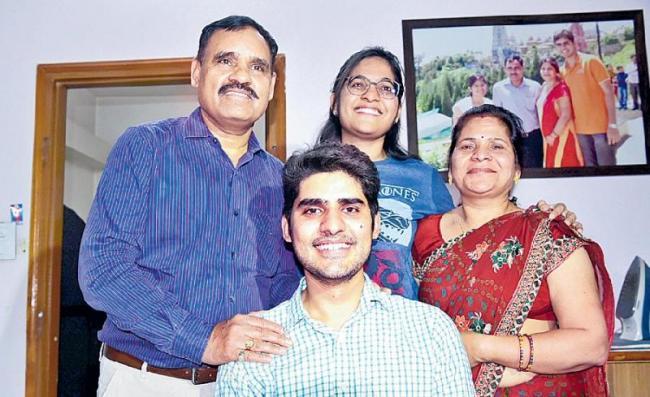 UPSC topper Kanishak Kataria thanks girlfriend for his success - Sakshi