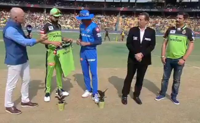 Delhi Capitals Won The Toss And Elected To Field First Against RCB - Sakshi
