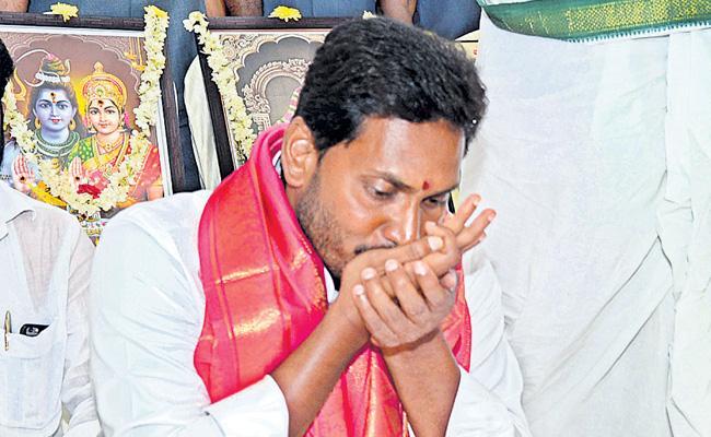 YS Jagan Mohan Reddy release ysrcp manifesto  - Sakshi