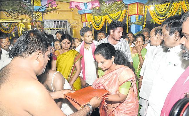 Trs mp kavitha ugadi celebrations - Sakshi