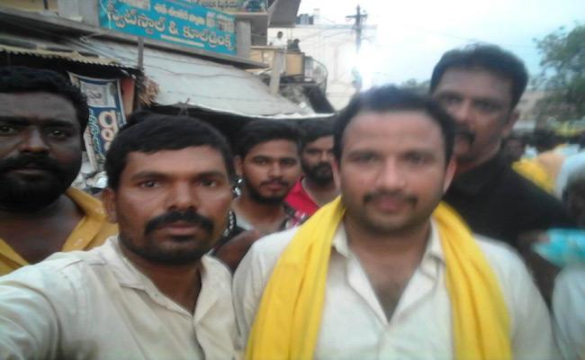 Job Guarantee Scheme Office Assistant In TDP Party Campaign   - Sakshi