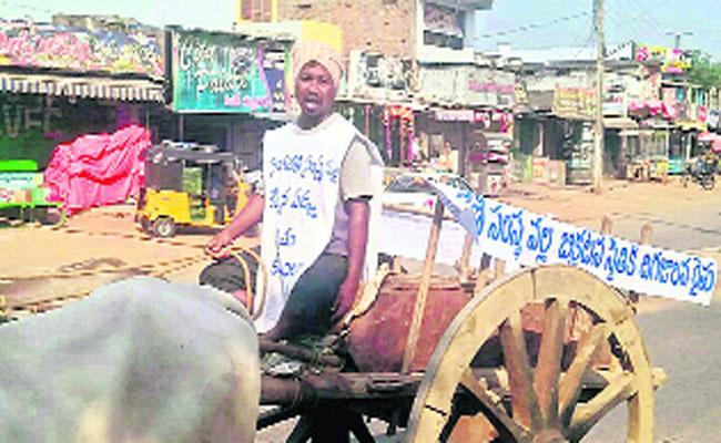 Farmer Innovative Protest for Compensation - Sakshi