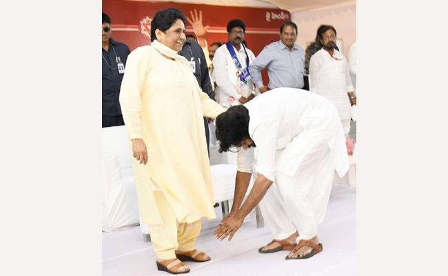 Pawan Kalyan respond on touches mayawati feet - Sakshi