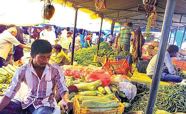 Vegetable Prices Hikes in Hyderabad Market - Sakshi