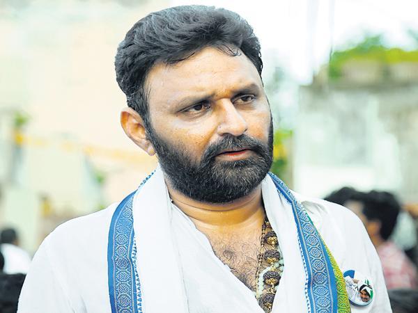 NTR Fans Fires On Chandrababu Politics - Sakshi