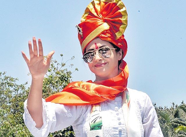 Urmila Matondkar has Rs 68 crore assets - Sakshi
