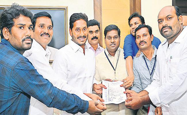Private Teachers, Lectures Welfare In Ysrcp Manifesto - Sakshi