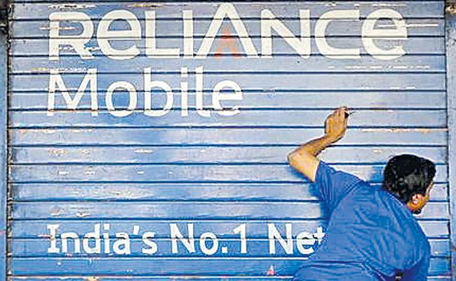 Reliance Communications misses yet another payment of spectrum  - Sakshi