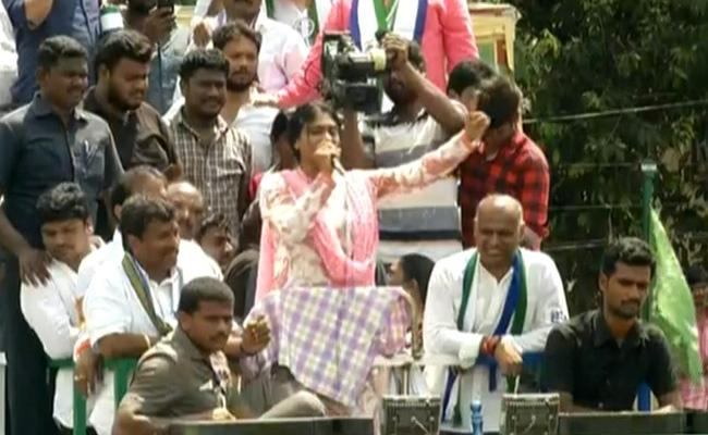YS Sharmila Road Show At Vijayawada West Constituency - Sakshi