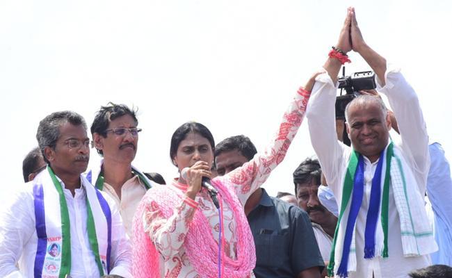 YS Sharmila Road Show At Ibrahimpatnam In Krishna - Sakshi