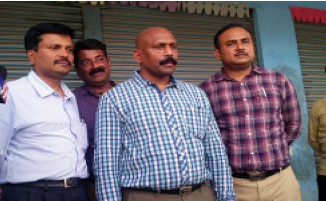 Sub Registrar Arrested For Asking Bribe - Sakshi