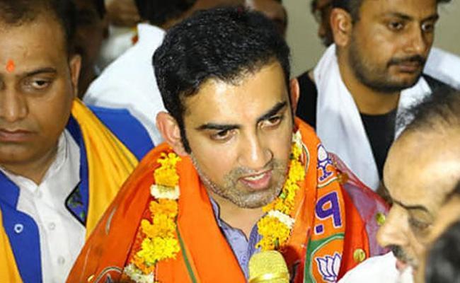 Gautam Gambhir Calls Virat Kohli Lucky to Be Captaining RCB - Sakshi