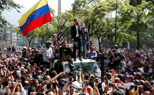 Riots Break Out In Venezuela Amid Attempted Coup - Sakshi