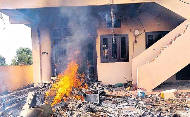 Hajipur Murder Accused Srinivas Reddy Murder Three Girls - Sakshi