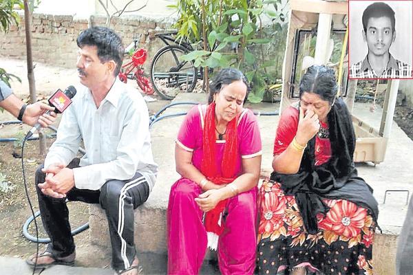 Inter Student killed himself by gunshot - Sakshi