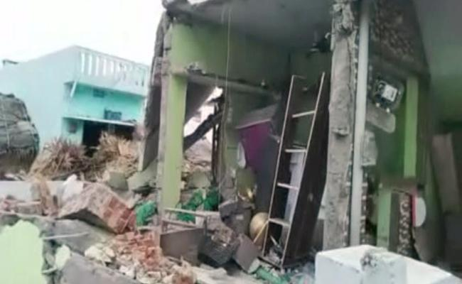 Natu Bomb Blast In A Home At Srikakulam - Sakshi