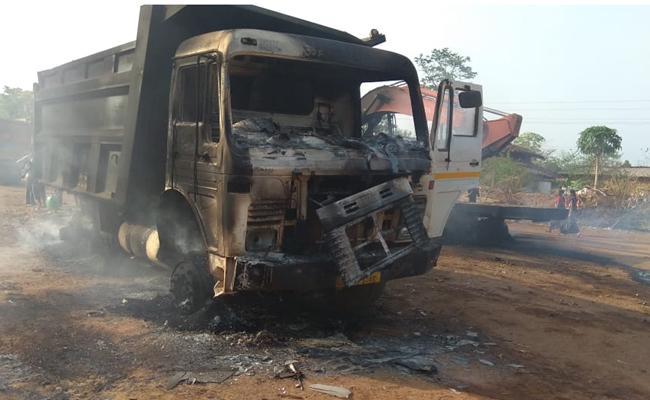 Naxalites torched 36 vehicles at Dadapur area in Kurkheda taluka in Gadchiroli district - Sakshi