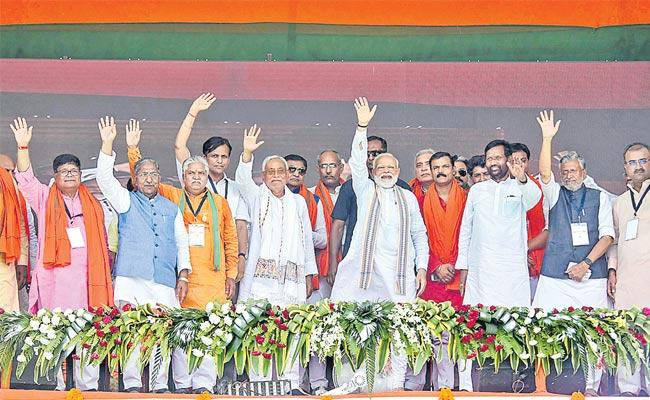 In Muzaffarpur its Modi versus Lalu prasad yadav - Sakshi