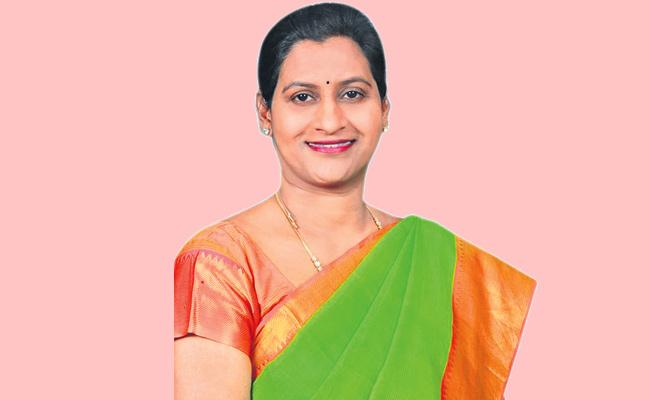 TRS Finalize Teegala Krishna Reddy Daughter In Law Anitha reddy Name For ZP ChairPerson  - Sakshi