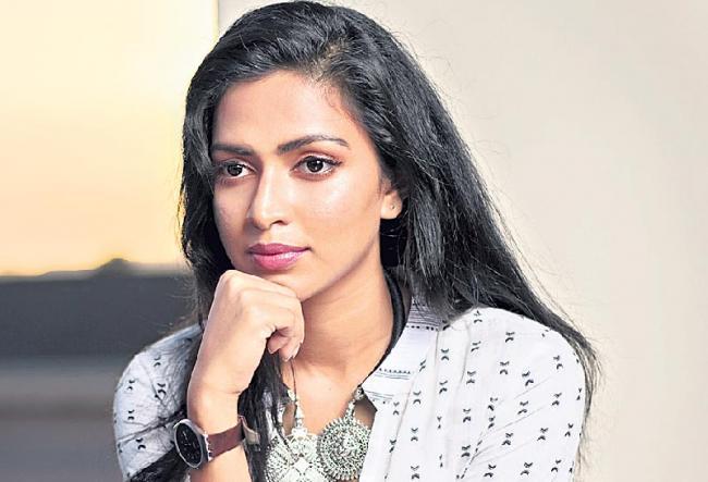 Amala Paul joins the cast of Mani Ratnam's Ponniyin Selvan - Sakshi