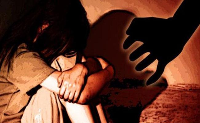 Rape Attempt By Father In Kakinada Rural - Sakshi