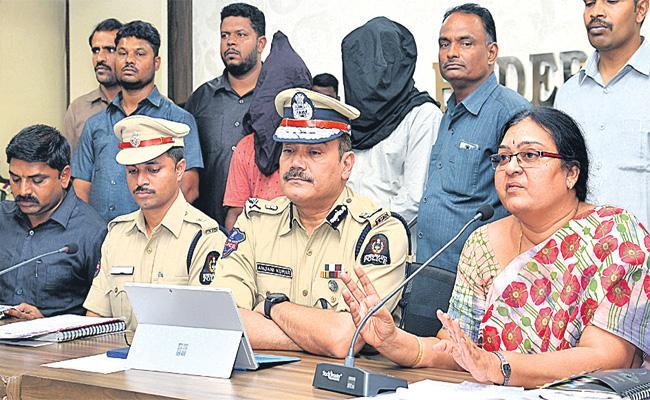 HT Cotton Seeds Smuggling Gang Arrest in Hyderabad - Sakshi