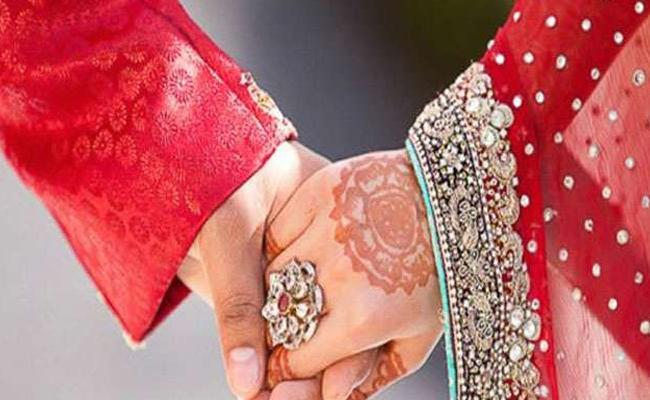 Love Married Couple Attacked By Girl Relatives In Annavaram - Sakshi