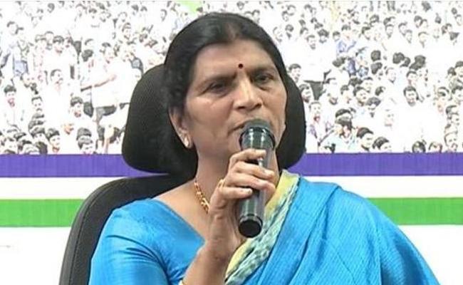 YSRCP Leader Lakshmi Parvathi Slams Chandrababu In Guntur - Sakshi