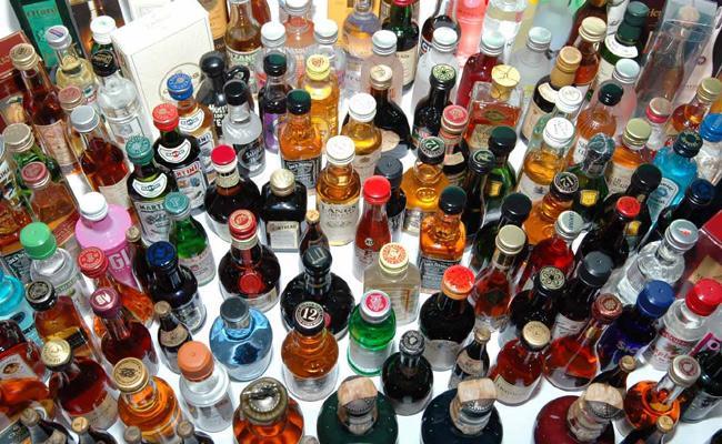 Telangana Elections Alcohol Shops Medak - Sakshi